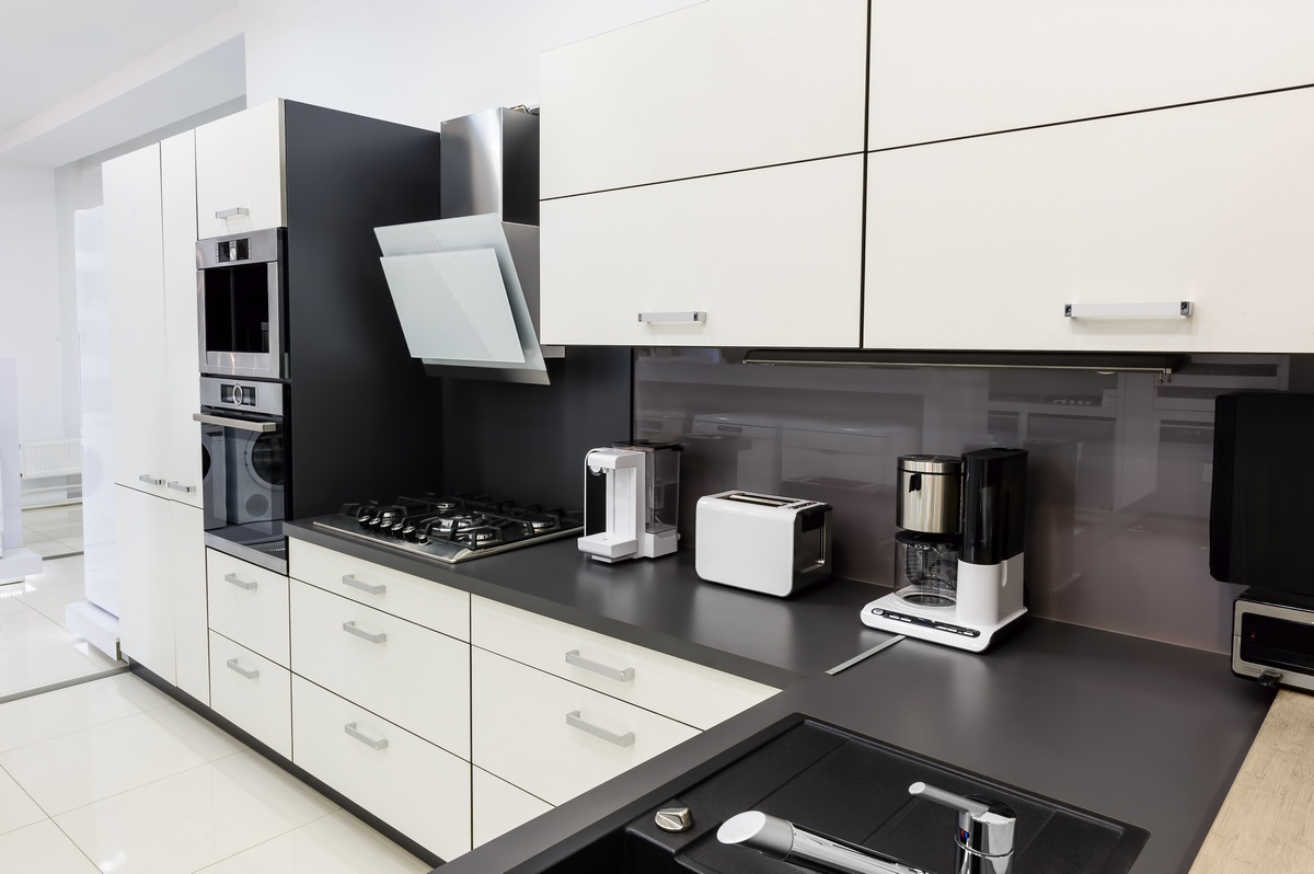 Kitchens in birmingham luxury kitchens in birmingham for Modern kitchen company